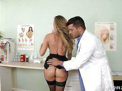 анальный осмотр у врача видео порно